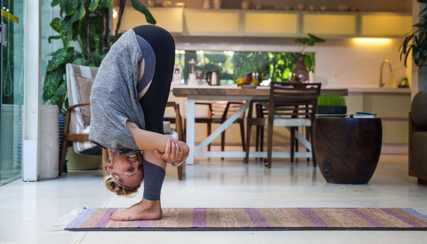 yoga-woman-back-stretch_h.jpg