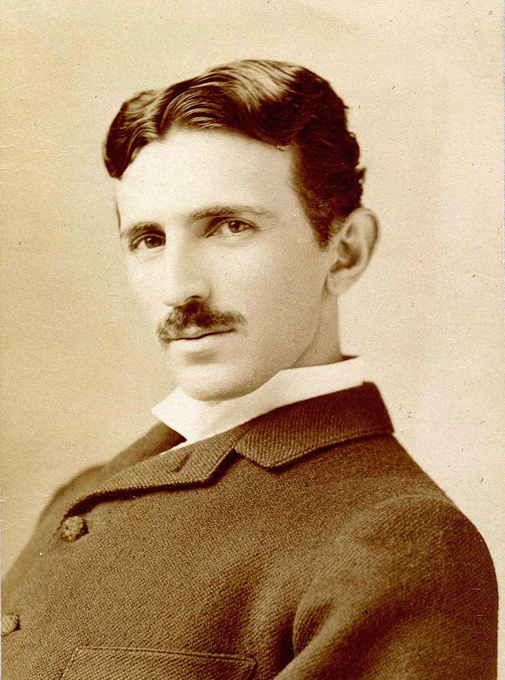 1024px-Tesla_Sarony.jpg