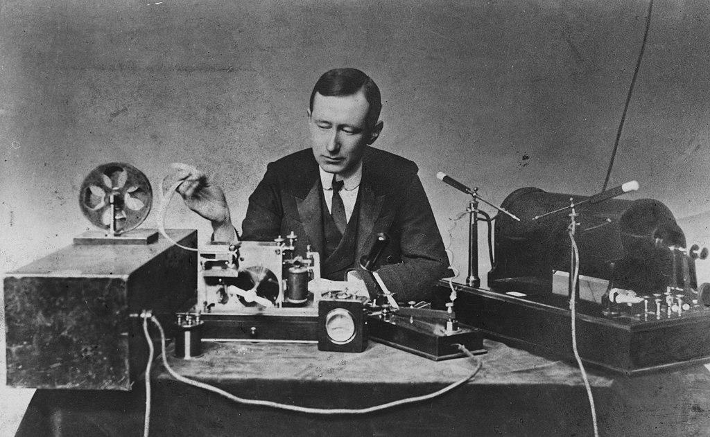 1024px-Guglielmo_Marconi_1901_wireless_signal.jpg